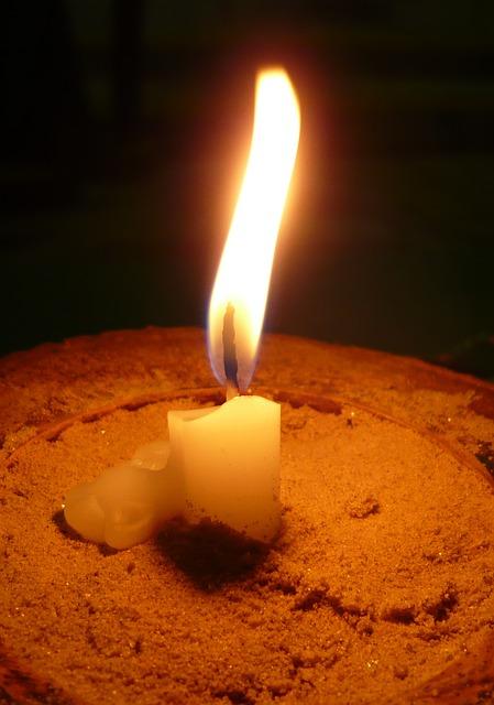 candle-181646_640