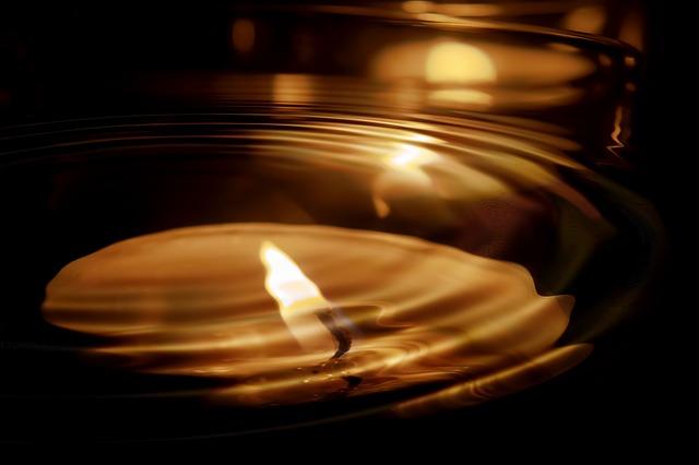candle-553760_640